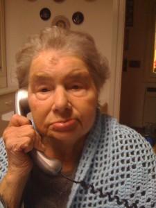 Santina al telefono2 30-1-2011