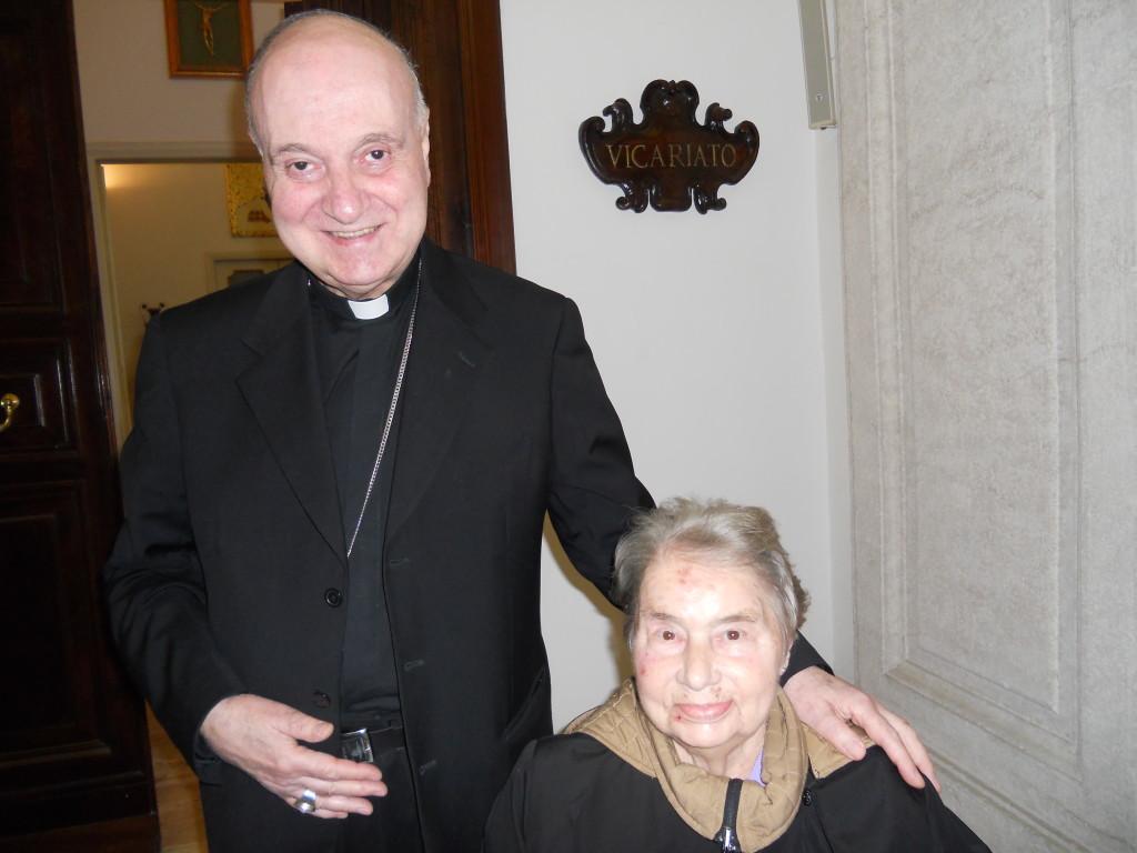 Santina incontra il Card. Angelo Comastri, Arciprete di S. Pietro, il 10 aprile 2012, sesto anniversario uscita dall' Ospedale di mamma