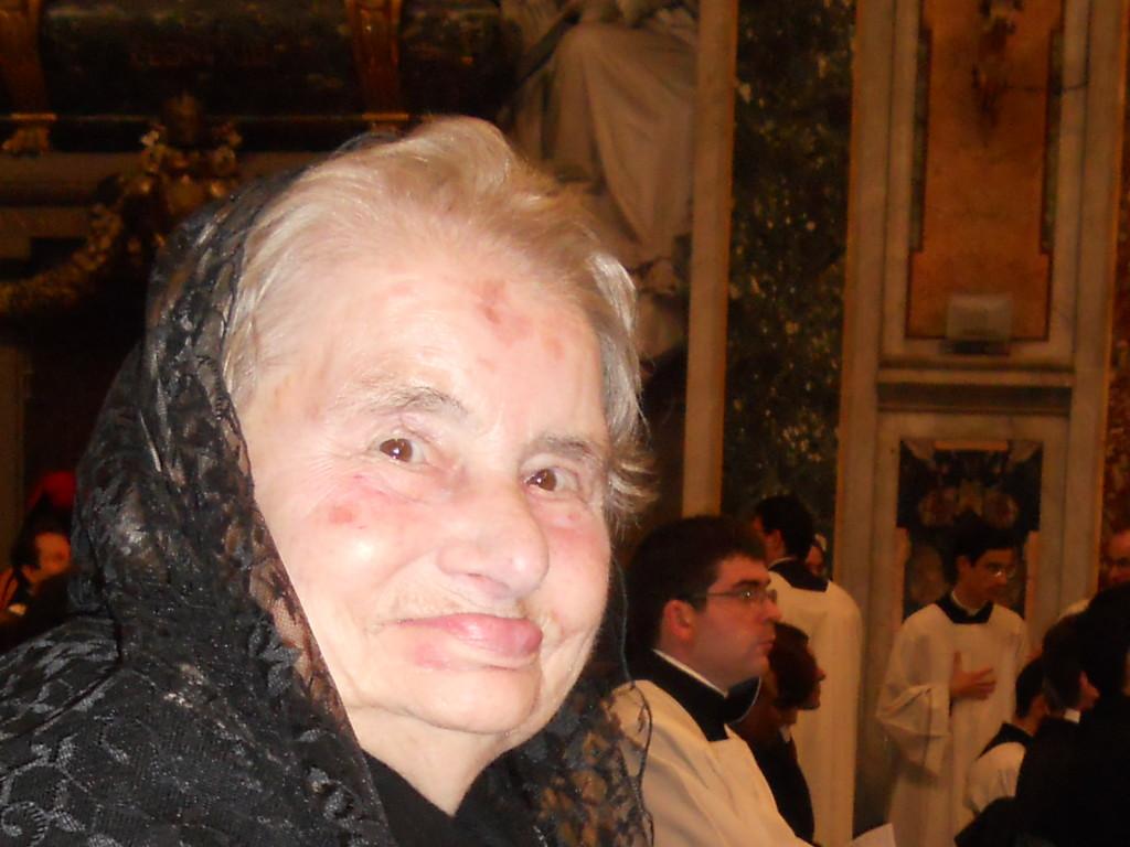 Santina partecipa alla Messa in Coena Domini nella Basilica di San Giovanni in Laterano