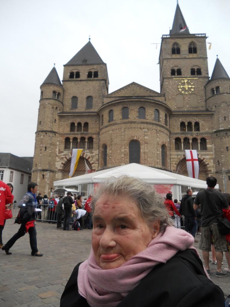 Santina in pellegrinaggio alla Santa Tunica, Duomo di Treviri 30 aprile 2012