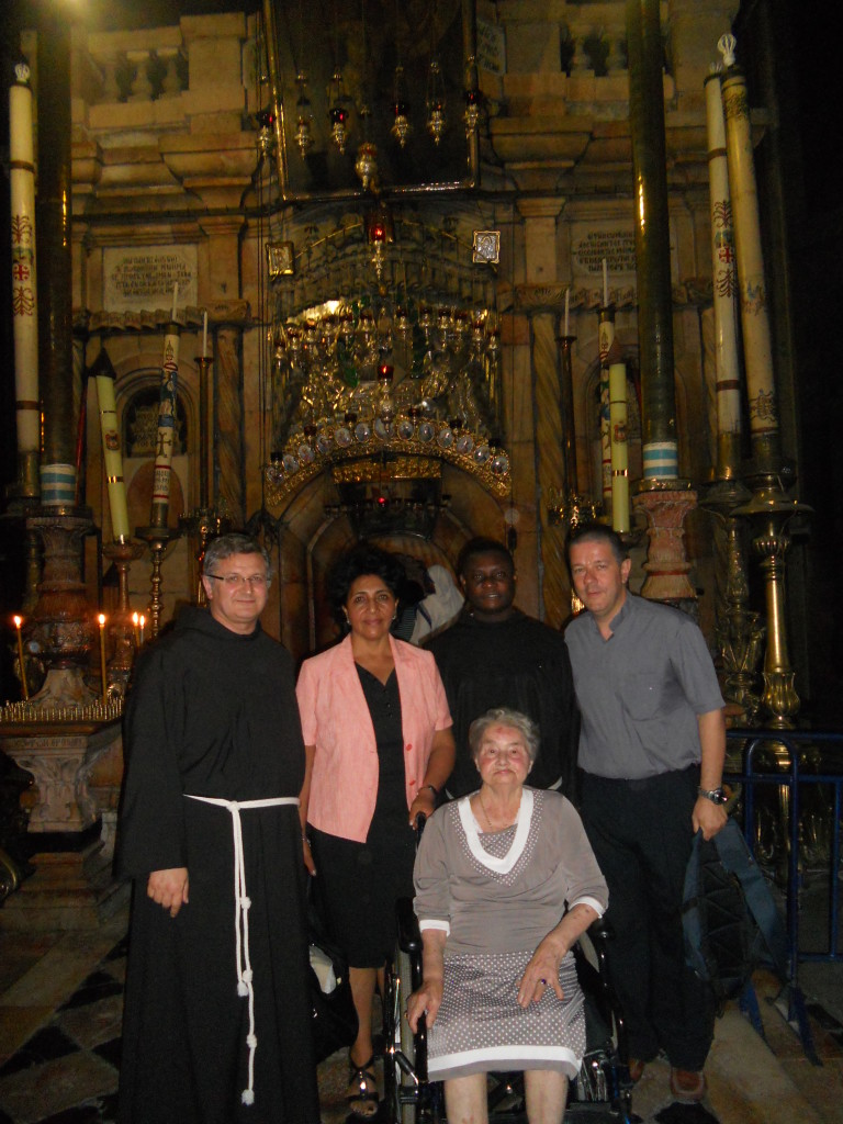 All'ingresso del Santo Sepolcro