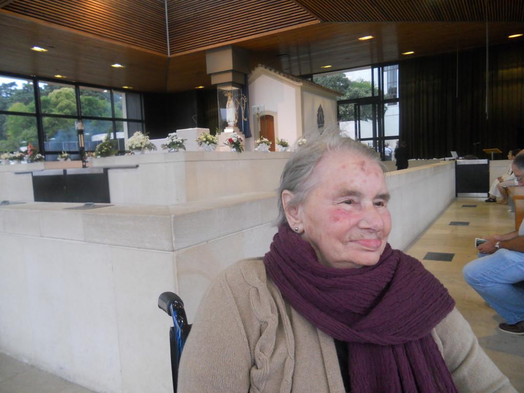 Santina nel luogo delle Apparizioni a Fatima il 13 agosto 2012