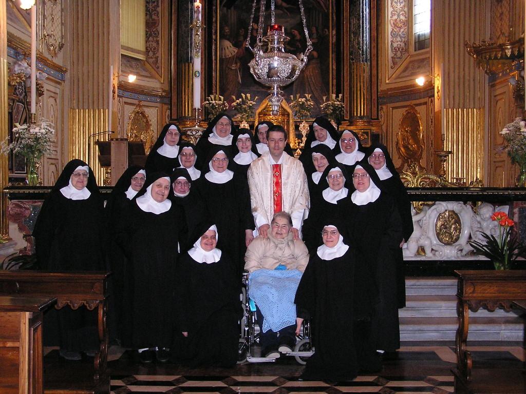 santina e don gigi al monastero di santa grata dove sono incorporati tra gli oblati e dove si sono svolti i funerali di santina